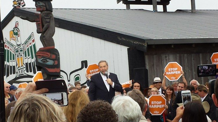 Tom Mulcair speaks to the crowd of voters outside the K'omoks Band Hall