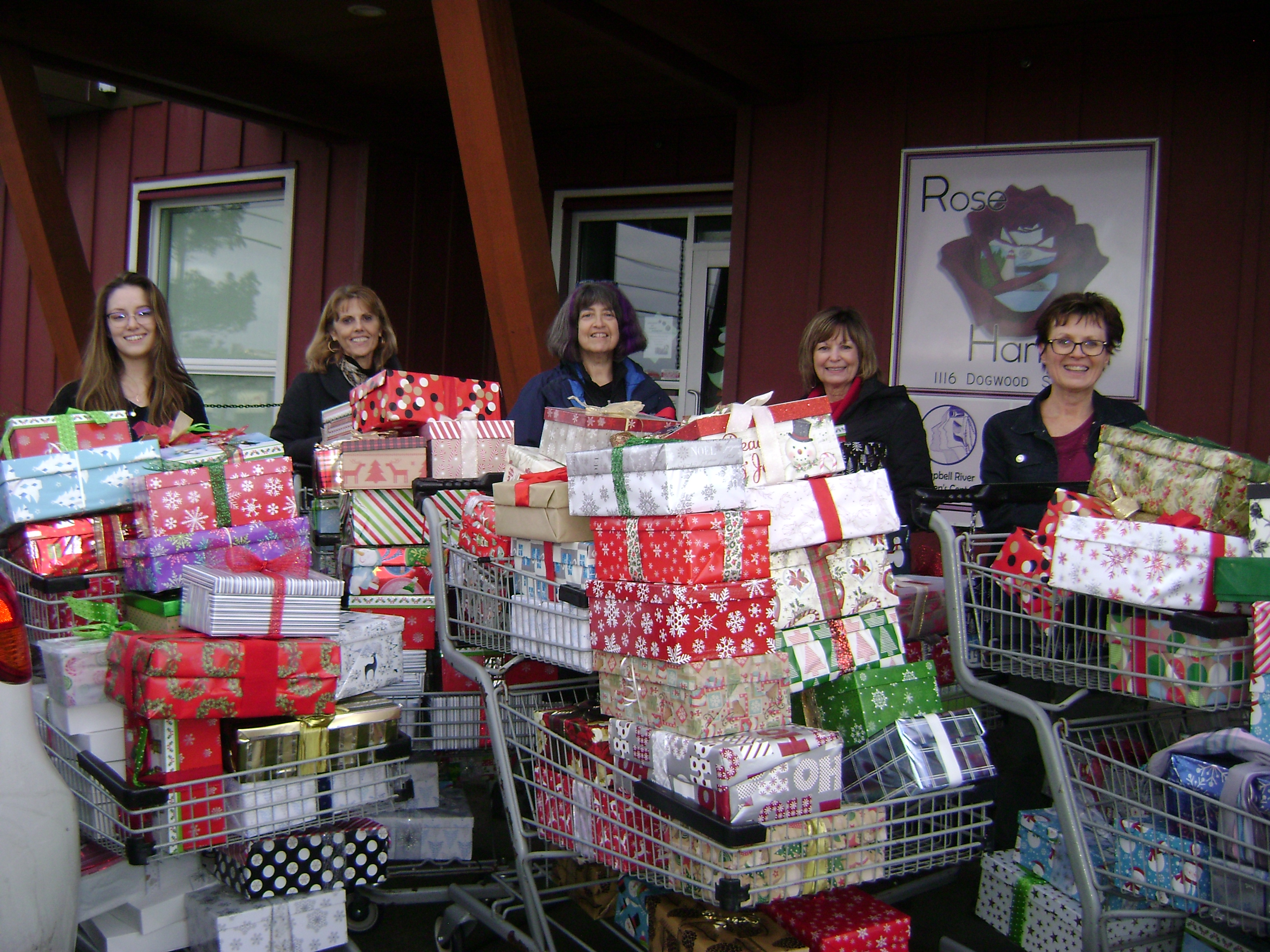 Shoebox Project delivers over 550 gifts to women in need
